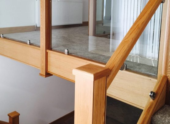 oak staircase capping and glass balustrade